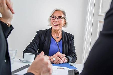 Selbstbewusstsein und ein gelassener Umgang mit dem eigenen Alter sind beim Jobwechsel mit 50+ wichtig. Foto: Christin Klose/dpa-tmn
