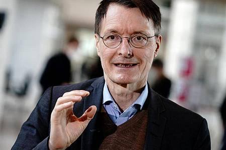 Karl Lauterbach, Gesundheitsexperte der SPD, hat Sinn für Humor. Foto: Kay Nietfeld/dpa