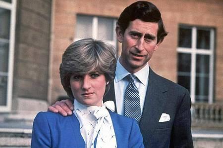 Prinz Charles (l) und seine Verlobte Lady Diana Spencer 1981 in London. Foto: Str/EPA FILE/dpa