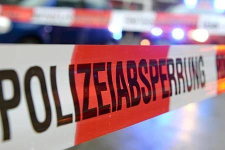 Bei einem Serienunfall auf der Autobahn 5 nördlich von Frankfurt sind am Freitag drei Menschen schwer verletzt worden. Foto: Patrick Seeger/dpa