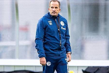 Manuel Baum wünscht sich einen erfolgreichen Einstand als neuer Trainer des FCSchalke 04. Foto: Guido Kirchner/dpa