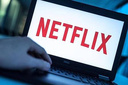 Der Streaminganbieter Netflix erhöht den Preis seines Premium-Zugangs. Foto: Alexander Heinl/dpa