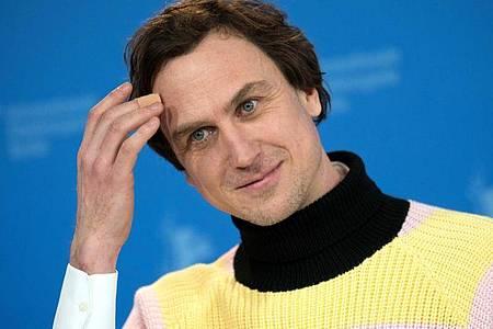 Er ist Kult: Lars Eidinger ist an der Schaubühne als Hamlet und auch mal als DJ unterwegs. Foto: Jörg Carstensen/dpa