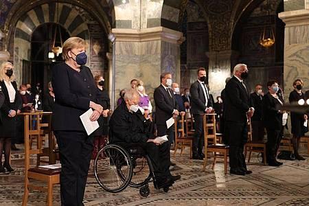 Bundeskanzlerin Angela Merkel (l-r), Bundestagspräsident Wolfgang Schäuble und Bundespräsident Frank-Walter Steinmeier bei der Gedenkzeremonie in Aachen. Foto: Oliver Berg/dpa-Pool/dpa