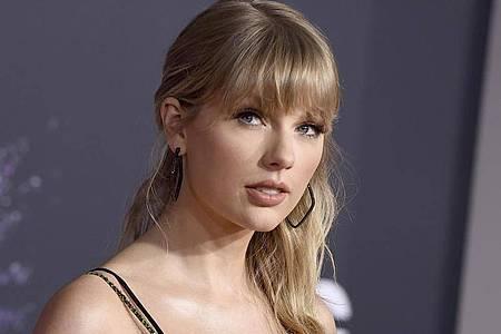 Taylor Swift erhält als «Songwriter des Jahres» einen Apple Music Award. Foto: Jordan Strauss/Invision/dpa