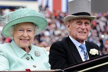 Königin Elizabeth II. und Prinz Philip waren Stammgäste beim Royal Ascot Pferderennen. Foto: Andy Rain/EPA/dpa