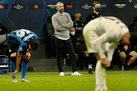 Ein Punkt im Stadion Giuseppe Meazza:Mönchengladbachs Trainer Marco Rose (2.v.r) ist zufrieden. Foto: Cezaro de Luca/dpa