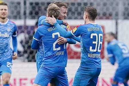 Holstein Kiel bleibt nach dem Sieg in Sandhausen Spitzenreiter. Foto: Uwe Anspach/dpa