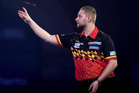 Dimitri Van den Bergh hat das Achtelfinale der Darts-WM erreicht. Foto: John Walton/PA Wire/dpa