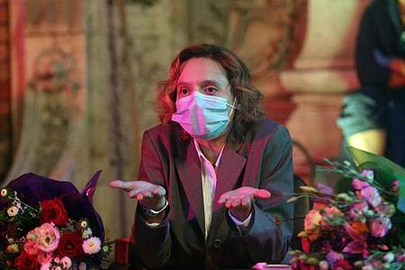 Katia Pascariu in einer Szene von «Bad Luck Banging or Loony Porn». Die Satire hat bereits im März den Goldenen Bären der Berlinale gewonnen. Foto: Silviu Ghetie/microFilm/Berlinale/dpa