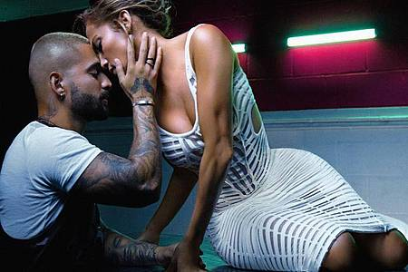 Hingebungsvoll:Jennifer Lopez und Maluma sind sich sehr nahe. Foto: EPIC RECORDS/Sony Music/dpa