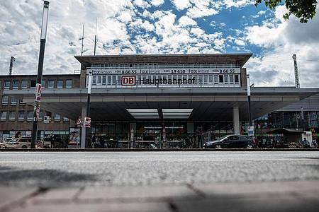 Der Eingangsbereich des Hauptbahnhofes in Essen. Foto: Fabian Strauch/dpa