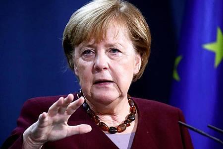 Die Staats- und Regierungschef der 20 wichtigsten Industrie- und Schwellenländer beraten über die Bekämpfung künftiger Gesundheitskrisen. Bundeskanzlerin Angela Merkel schaltet sich virtuell dazu. Foto: Hannibal Hanschke/Reuters-Pool/dpa