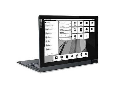 Zweites Display an Bord:Das Lenovo Thinkbook Plus Gen 2 hat ein verbessertes E-Ink-Display auf der Deckel-Oberseite. Foto: Lenovo/dpa-tmn