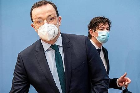 Gesundheitsminister Jens Spahn und Christian Drosten, Chef-Virologe der Charité Berlin, stehen Rede und Antwort zur aktuellen Lage in der Corona-Pandemie. Foto: Michael Kappeler/dpa Pool/dpa
