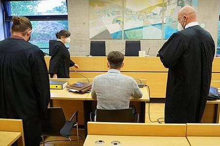 Der angeklagte Raser zu Prozessbeginn im Würzburger Landgericht. Foto: Frank Rumpenhorst/dpa