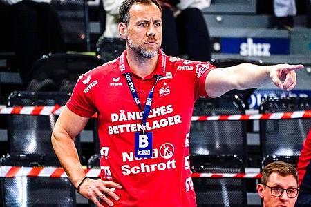 Trainer Maik Machulla und seine Flensburger kamen gegen Erlangen nicht über ein Remis hinaus. Foto: Axel Heimken/dpa