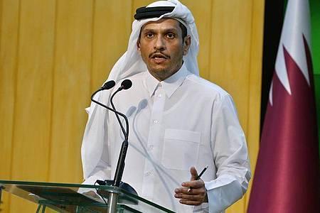 Der Außenminister des arabischen Emirats Katar, Mohammed bin Abdulrahman Al Thani, hat die Übergangsregierung der militant-islamistischen Taliban in Afghanistan besucht. Foto: Anjum Naveed/AP/dpa
