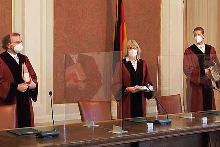 Der X. Senats des Bundesfinanzhofes unter dem Vorsitz von Richterin Jutta Förster muss die Frage klären, ob der Bund die Renten zu Unrecht doppelt besteuert. Foto: Carsten Hoefer/dpa