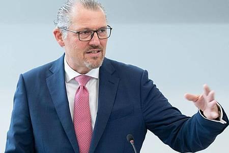 «Ich würde auch eine Geldprämie begrüßen»: Arbeitgeberpräsident Rainer Dulger. Foto: Bernd Weißbrod/dpa