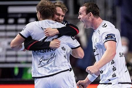 Spieler des THW Kiel jubeln nach der Partie gegen Telekom Veszprem. Foto: Marius Becker/dpa