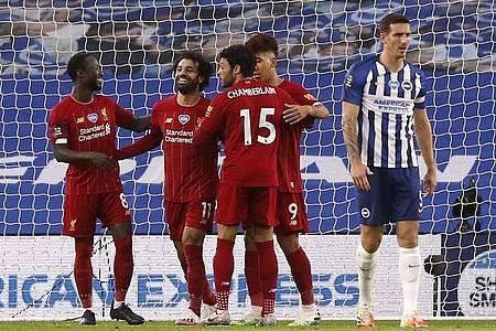 Liverpools Mohamed Salah (2.v.l.) feiert mit seinen Mannschaftskameraden den ersten Treffer seiner Mannschaft in Brighton. Foto: Paul Childs/Nmc Pool/PA Wire/dpa