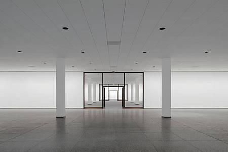 Die Treppenhalle im Untergeschoss der Neuen Nationalgalerie. Foto: Simon Menges/PR & Communications für David Chipperfield Architects Gesellschaft von Architekten/dpa