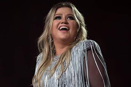 Kelly Clarkson hat schwierige Monate hinter sich. Aber Jill Biden gibt der Sängerin Hoffnung. Foto: Afp7/AFP7 via ZUMA Wire/dpa
