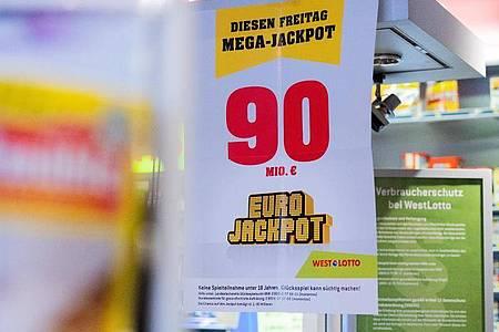 Über die 90 Millionen im Eurojackpot kann sich ein Spieler in Hessen freuen. Foto: Rolf Vennenbernd/dpa