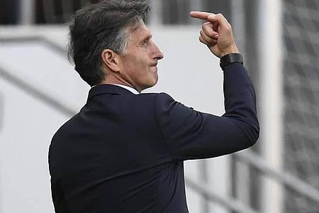 Bruno Labbadia feierte einen gelungenen Einstand als Hertha-Coach. Foto: Thomas Kienzle/AFP/POOL/dpa