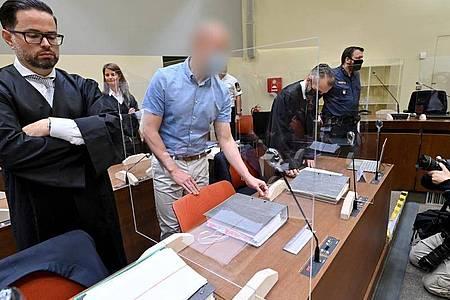 Im Dopingverfahren gegen Mark S. (2.v.l) ist die Beweisaufnahme vor dem Landgericht München abgeschlossen. Foto: Peter Kneffel/dpa