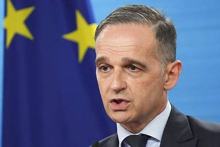 Der deutsche Außenminister Heiko Maas (SPD) gibt ein Statement vor einem virtuellen Treffen der EU-Außenminister im Außenministerium. Foto: Markus Schreiber/AP/Pool/dpa