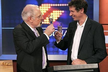 Heribert Faßbender (l) und Steffen Simon bei Faßbenders Abschied als Sportchef 2006. Foto: picture alliance / dpa