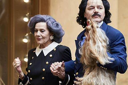 «Mama» Else Moshammer (Hannelore Elsner) und «Rudi» Rudolph Moshammer (Thomas Schmauser). Foto: WDR/dpa
