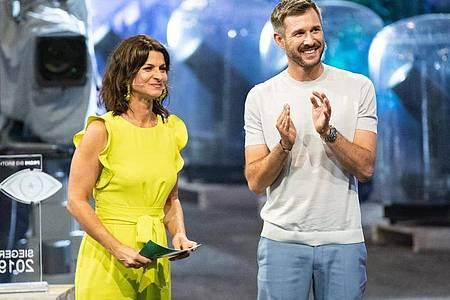 Eine neue Runde für die «Promi Big Brother»-Moderatoren Jochen Schropp (l) und Marlene Lufen steht an. Foto: Marcel Kusch/dpa