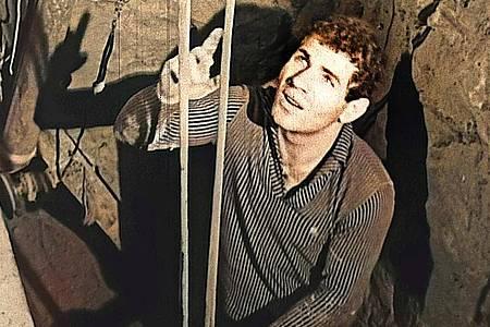 """Domenico Sesta (Mimo) in einer Szene aus dem Dokumentarfilm """"Tunnel der Freiheit"""". Foto: -/SWR/NBC/National Archives/dpa"""