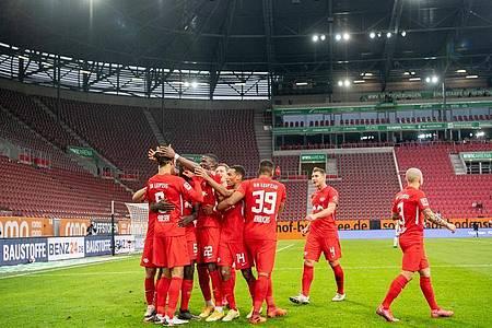 RB Leipzig nahm im Spitzenspiel drei Punkte aus Augsburg mit nach Hause. Foto: Matthias Balk/dpa