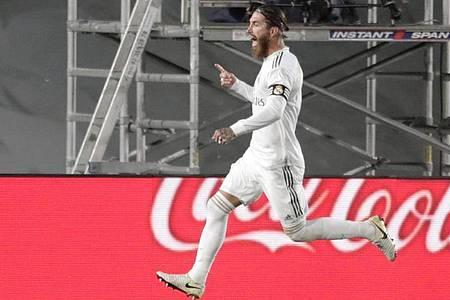 Sergio Ramos von Real Madrid jubelt über seinen Treffer zum 1:0. Foto: Bernat Armangue/AP/dpa