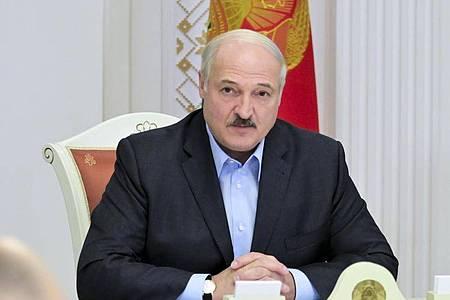 Die Demonstranten fordern Lukaschenkos Rücktritt, Neuwahlen und die Freilassung aller politischen Gefangenen. Foto: Andrei Stasevich/BelTA/AP/dpa