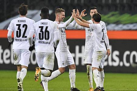 Borussia Mönchengladbach drehte das Spiel und jubelte am Ende gegen den FC Bayern München. Foto: Martin Meissner/AP/Pool/dpa