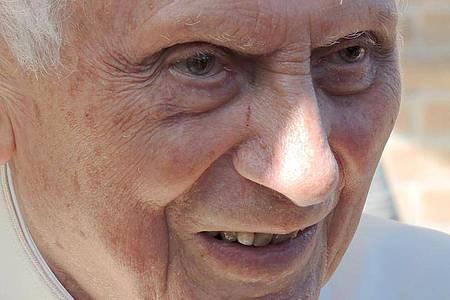 Joseph Ratzinger, der emeritierte Papst Benedikt XVI. ist zurück in Bayern. Foto: Lena Klimkeit/dpa