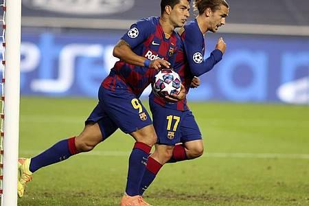 Nach dem Tor von Luis Suarez (l) keimte beim FCBarcelona kurz Hoffnung auf. Foto: Rafael Marchante/AP/dpa
