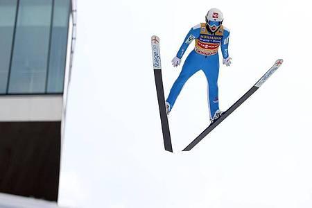 Halvor Egner Granerud flog in Innsbruck am weitesten. Foto: Daniel Karmann/dpa