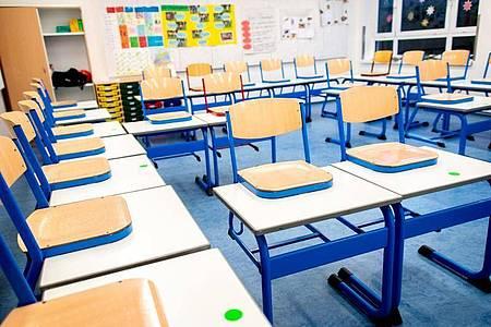 Während der Corona-Pandemie bleiben die Schulen dicht - für lernschwache Schüler ein großes Problem. Foto: Hauke-Christian Dittrich/dpa