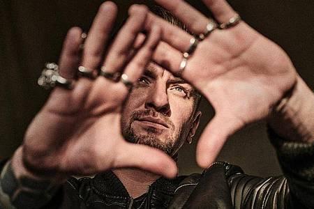 Ben Zucker weiß bereits, wie sich Platz eins anfühlt. Foto: Ben Wolf/Universal Music/dpa