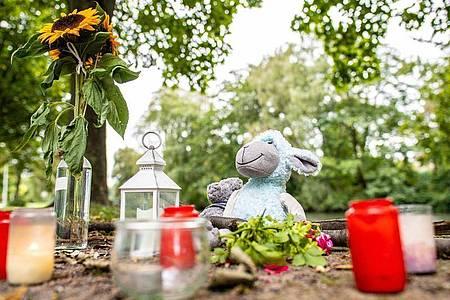 Gedenken an die 25-Jährige, die eines gewaltsamen Todes starb. Foto: Guido Kirchner/dpa
