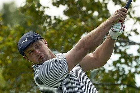 Golf-Profi Bryson DeChambeau aus den USA gewinnt nach einem starken Schlusstag die US Open. Foto: Charles Krupa/AP/dpa