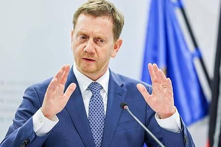 Michael Kretschmer (CDU), Ministerpräsident von Sachsen, bei in einer Pressekonferenz. Foto: Jan Woitas/dpa-Zentralbild/dpa