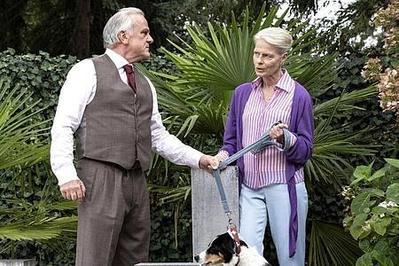 Konrad Seibold (Bernhard Schütz) und Frau Schöne (Corinna Kirchhoff) in einer Szene aus «Tatort: Wer zögert, ist tot». Foto: Bettina Müller/HR/Degeto/dpa
