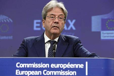 Paolo Gentiloni, EU-Finanzkommissar, spricht während einer Pressekonferenz. Im Kampf gegen Steuerflucht will die Europäische Union große Konzerne künftig zu öffentlichen Erklärungen zwingen, in welchem Land sie wie viel an den Fiskus zahlen. Foto: Francois Walschaerts/Pool AFP/dpa